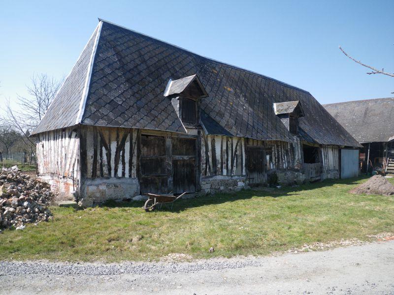 Ancienne grange en colombage vieux bois